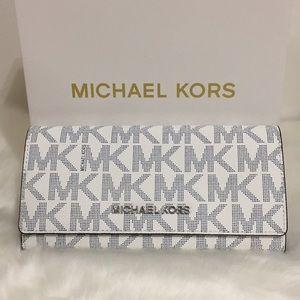 NWT Michael Kors Jet Set Travel navy white Wallet